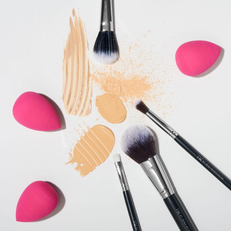 Спонжик для макияжа в силиконовом чехле